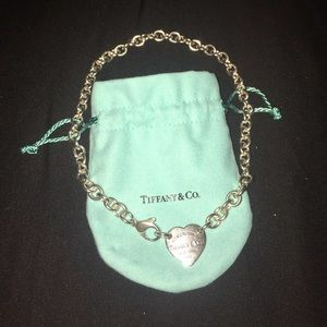 Heart tag choker necklace